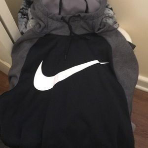 I am selling a Small men Nike jogging and etc
